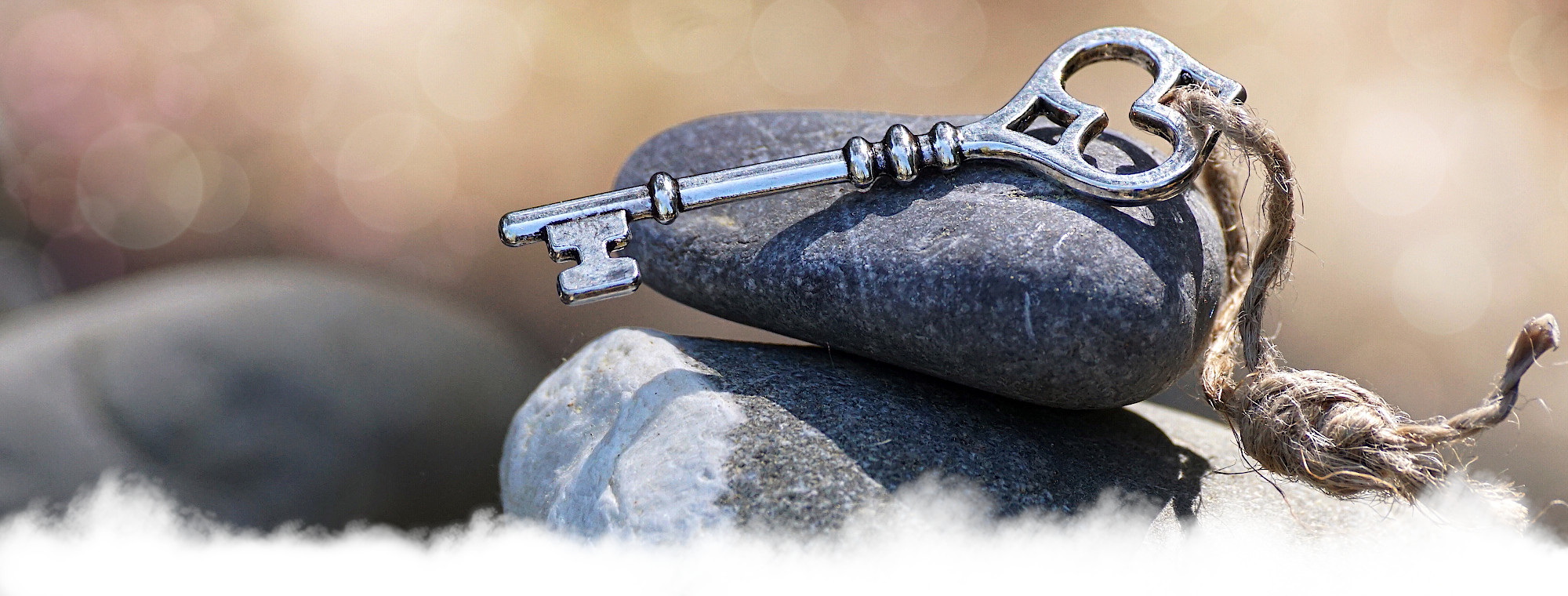 Schlüssel auf einem Stein